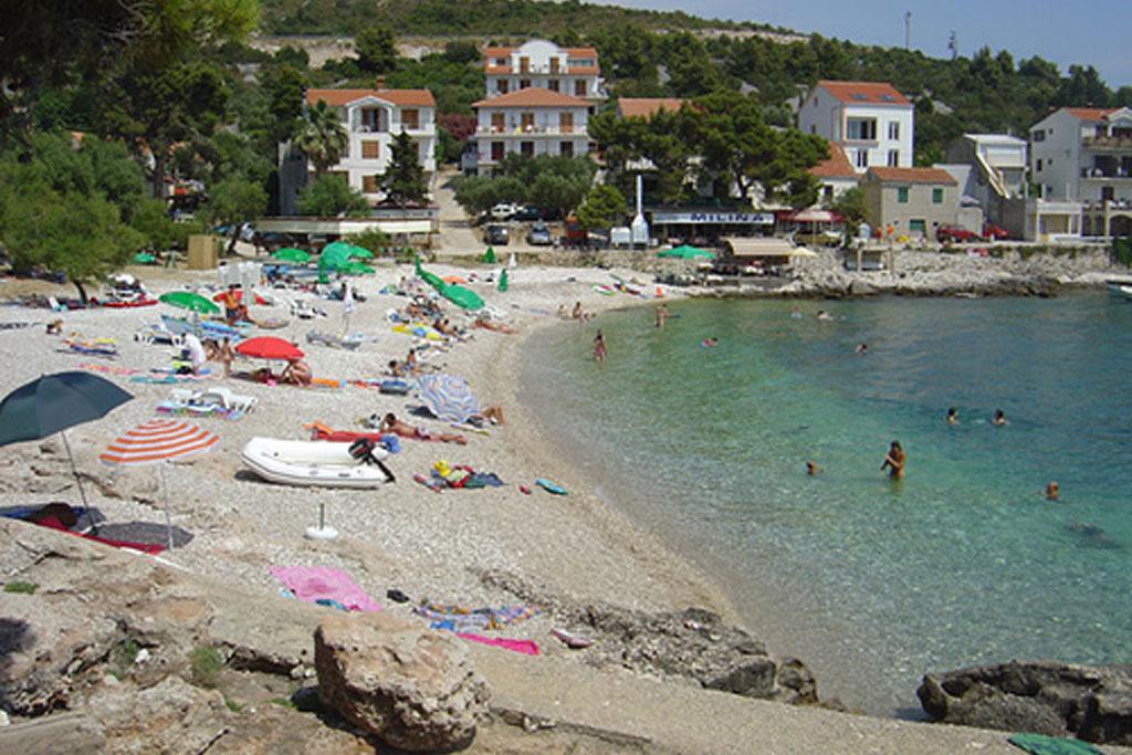 milna-hvar-beach